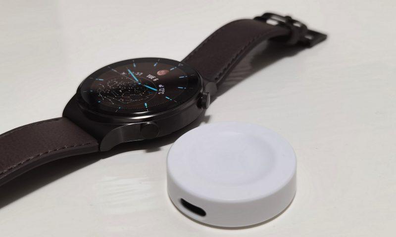Huawei Watch GT 2 Pro latautuu langattomasti.