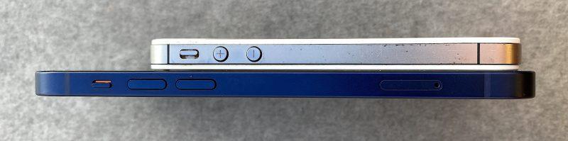Yllä iPhone 4s, alla iPhone 12. Tasaiset kyljet ovat tehneet paluun iPhoneen.