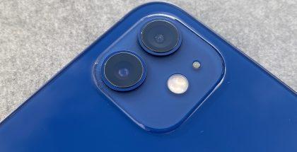 Kuvassa iPhone 12:n takakamerat.