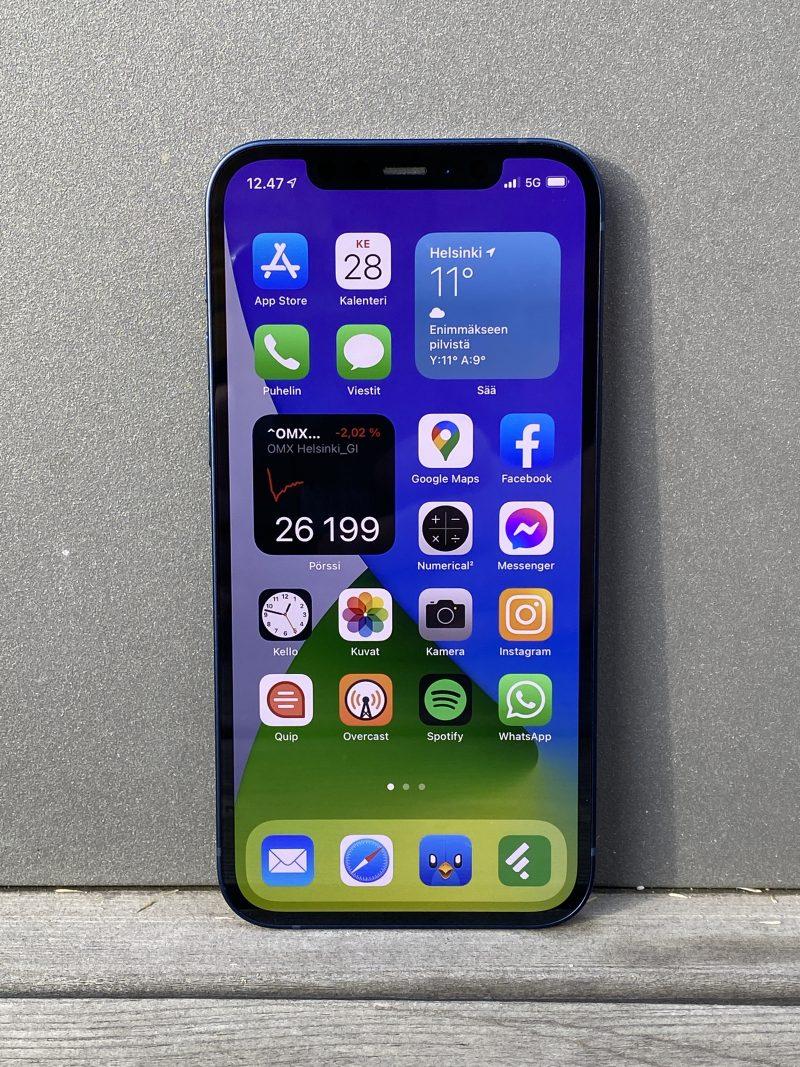 Edeltäjistään poiketen iPhone 12:ssa on OLED-näyttö.