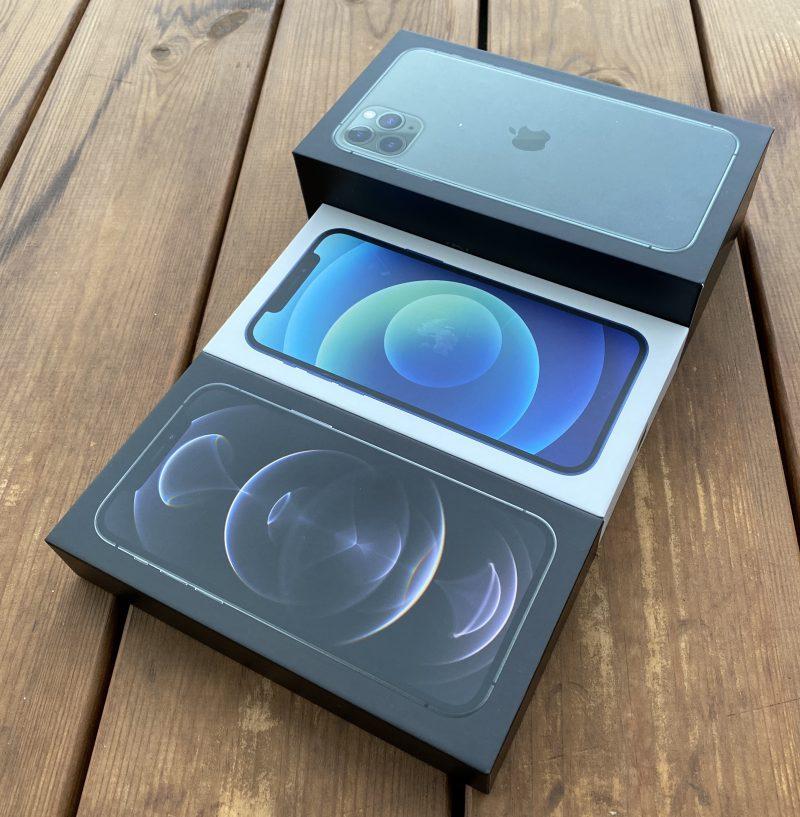 Uudet iPhone 12 -mallien pakkaukset ovat huomattavasti aiempaa pienempiä. Taustalla verrokkina iPhone 11 Pro Maxin pakkaus.