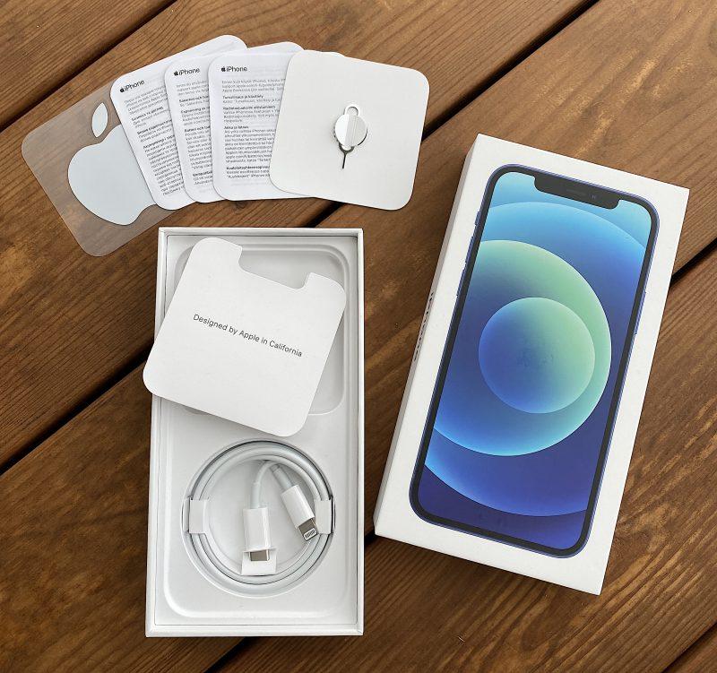 iPhone 12 -puhelimissa tulee mukana enää vain Lightning-USB-C-kaapeli.