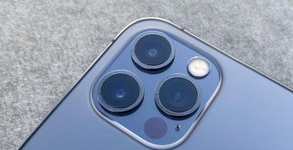 iPhone 12 Prossa on kolme takakameraa ja LiDAR-skanneri.