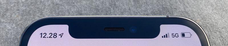 iPhone 12 Prossa on edelleen 3D-kasvojentunnistus Face ID. Etukamera ja muut anturit sijaitsevat yhä kookkaassa lovessa näytön yläreunassa.