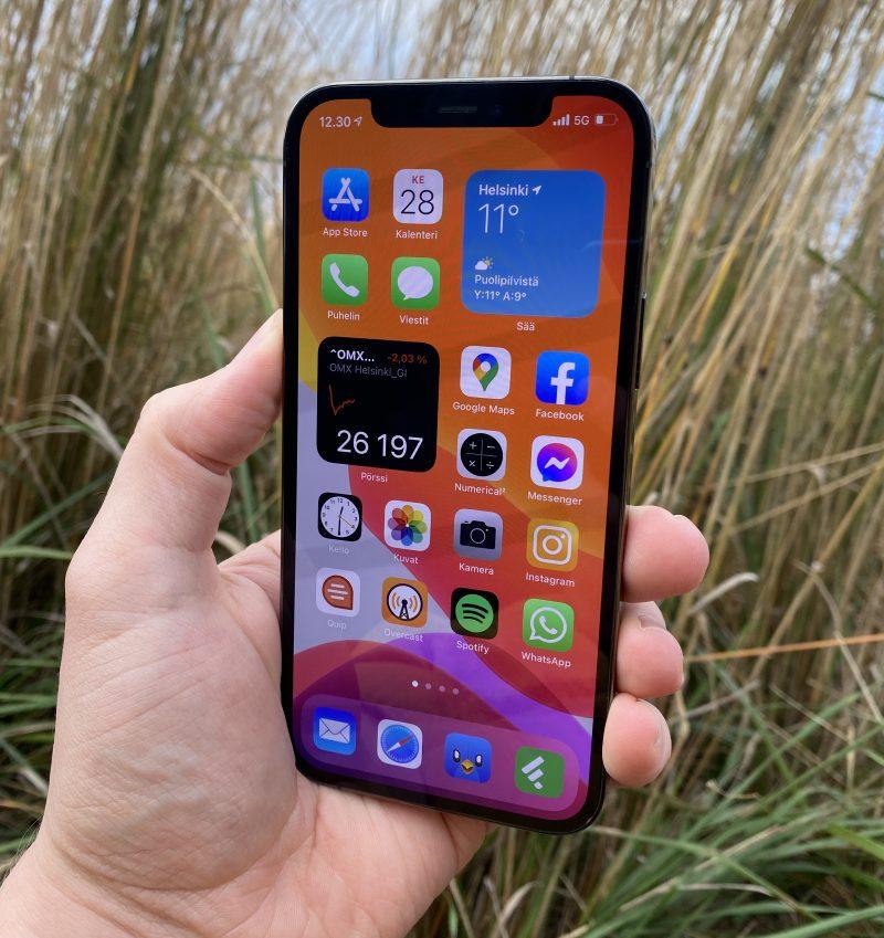 iPhone 12 Pro on varustettu 6,1 tuuman kokoisella OLED-näytöllä.