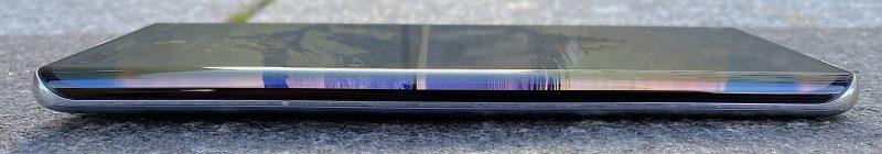 Mate40 Pron näyttö kaartuu kyljelle jopa 88 asteen kulmassa.