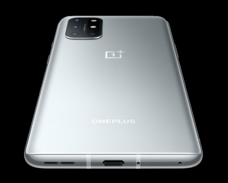 Takakamerat sijaitsevat OnePlus 8T:ssä yläkulmassa.