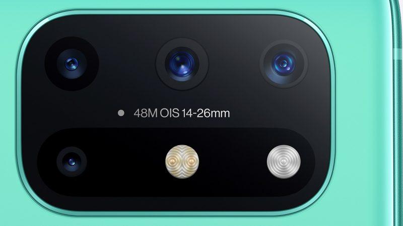OnePlus 8T:n kamerat lähikuvassa.