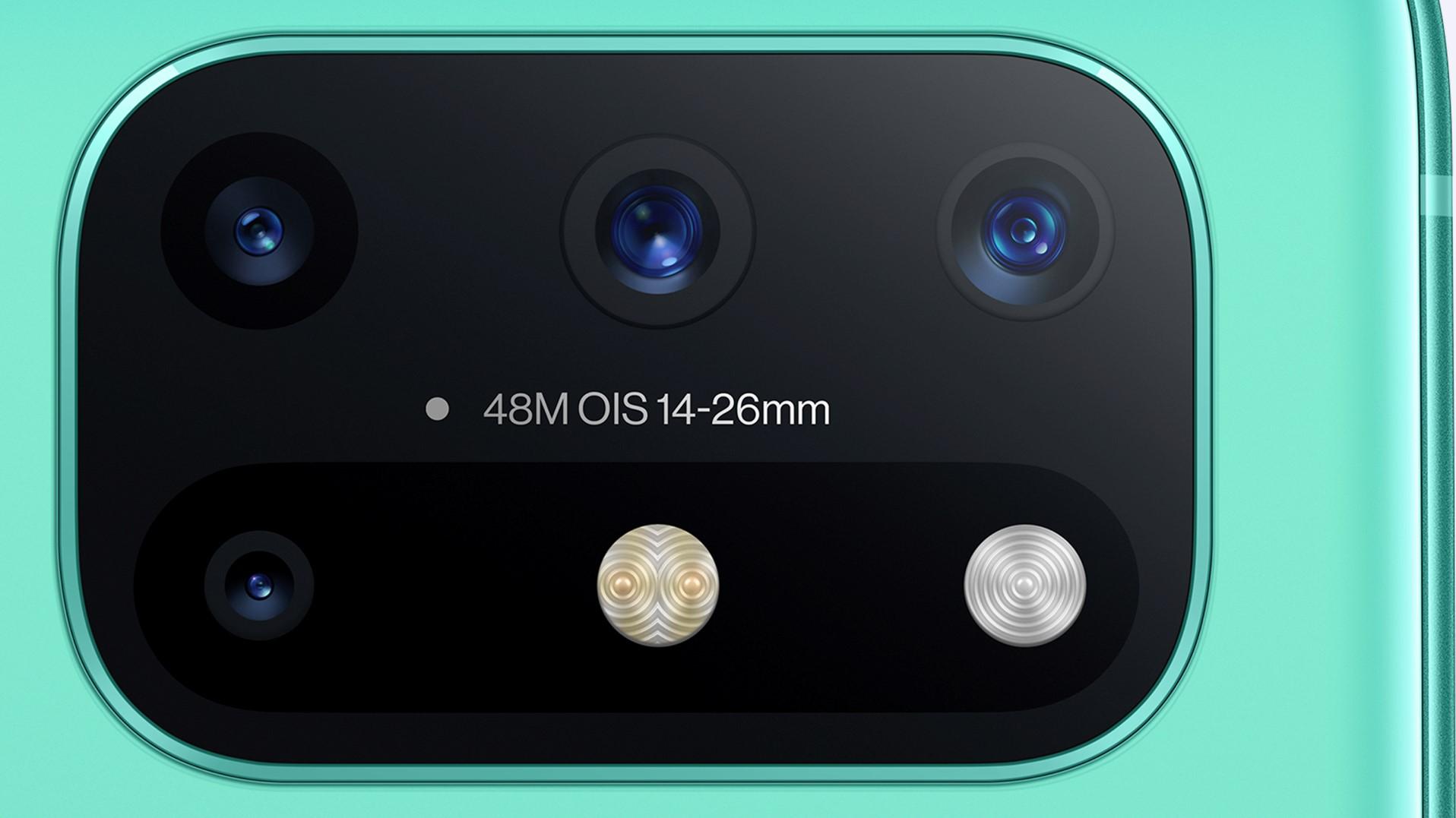 OnePlus 8T:ssä on neljä takakameraa.