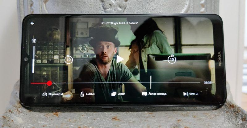 Mobiilipelaaminen on vaikeaa Nokia 2.4:llä, mutta suoratoistopalveluita on mukava käyttää.