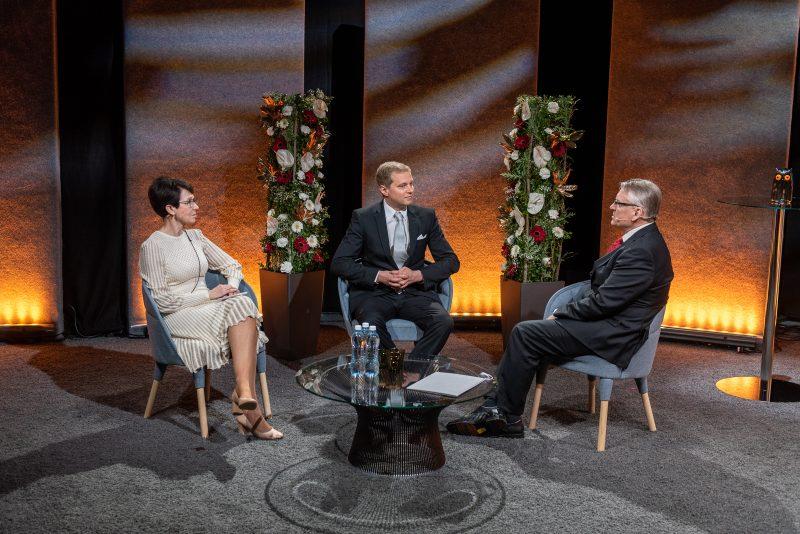 Nokian hallituksen puheenjohtaja Sari Baldauf, palkittu Mikko Möttönen ja Nokia Säätiön hallituksen puheenjohtaja Timo Ali-Vehmas.
