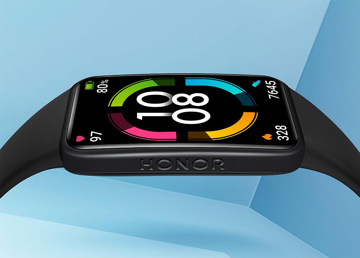 Honor Band 6:n oikealta kyljeltä löytyy Honor-logo.