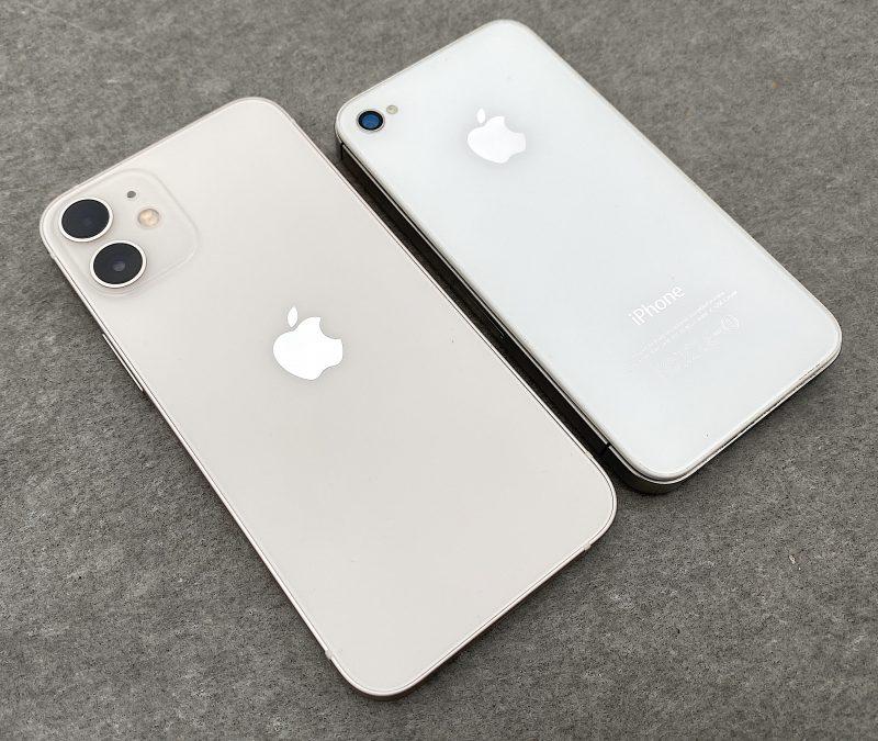 iPhone 12 minin valkoinen väri on hieman lämpimämpää sävyä kuin aikanaan iPhone 4s:ssä.