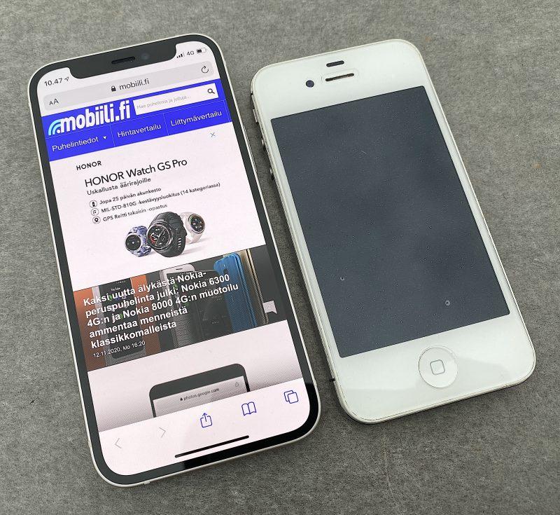 iPhone 12 mini 5,4 tuuman näytöllä on vain vähän suurempi kuin 3,5-tuumaisella näytöllä varustettu iPhone 4s.