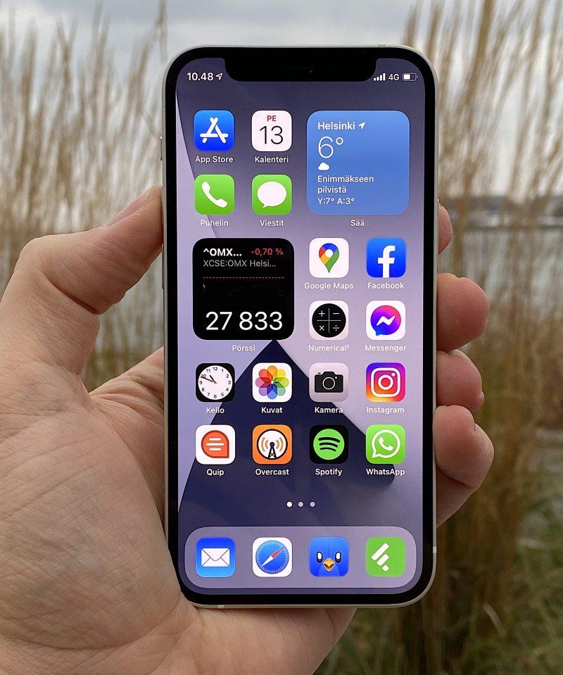 iPhone 12 minissä on tarkka OLED-näyttö.