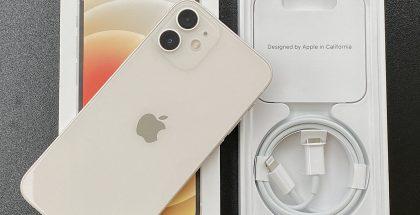 iPhone 12 minin myyntipakkauksessa tulee mukana vain Lightning-USB-C-kaapeli.