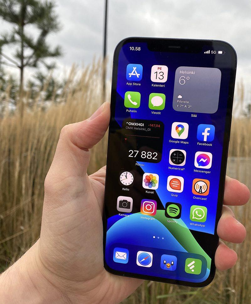 iPhone 12 Pro Maxissa on 6,7 tuuman OLED-näyttö.