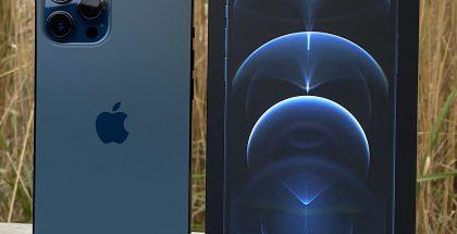 iPhone 12 Pro Max tyynenmerensinisenä.