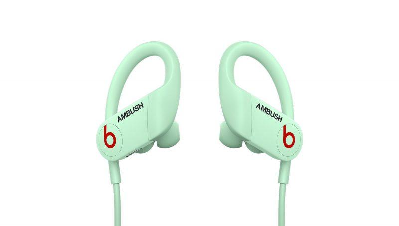 Powerbeats-kuulokkeiden uusi AMBUSH-erikoisversio.