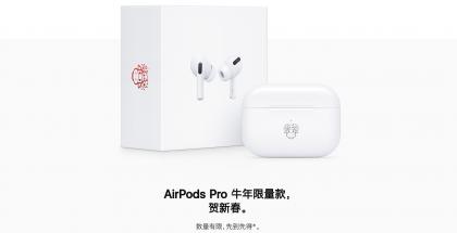 Applen kiinalaisen uudenvuoden erikoisversio AirPods Pro -kuulokkeista.