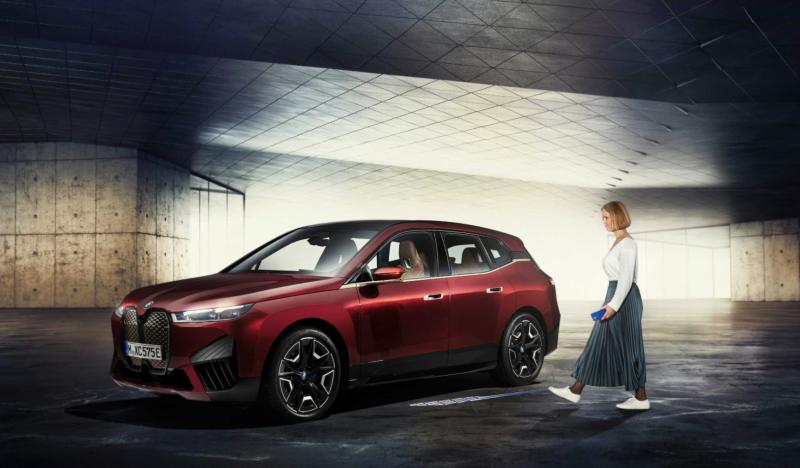 BMW iX saa ensimmäisenä tuen kehittyneemmille digitaalisille Digital Key Plus -avaimille, jotka toimivat Applen CarKeyn kanssa.