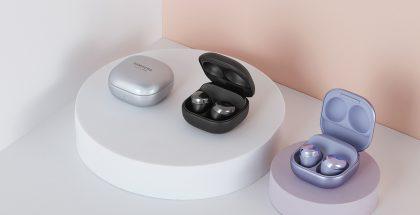 Galaxy Buds Pro -kuulokkeiden latauskotelo on muodoltaan pyöristetty.