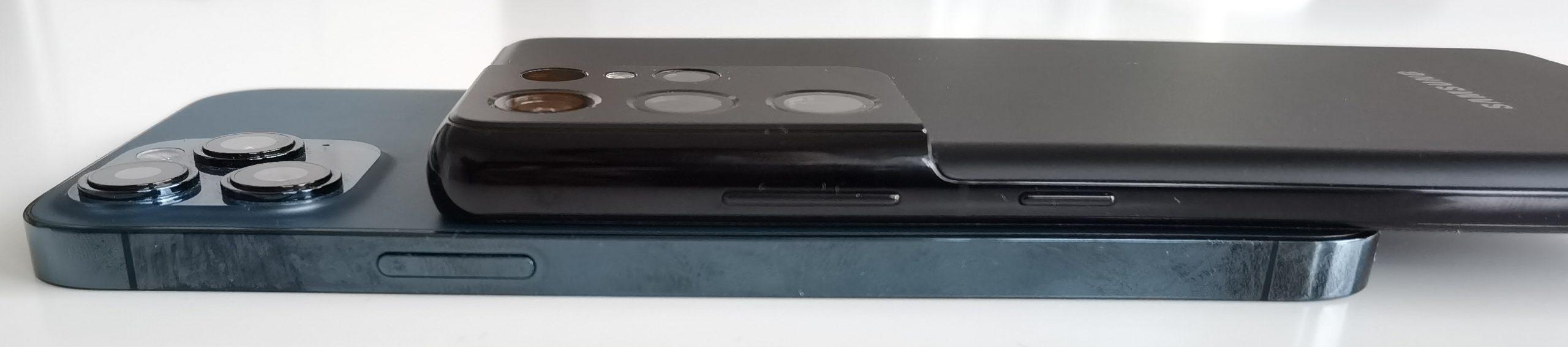 Galaxy S21 Ultra 5G (8,9 millimetriä) on selvästi paksumpi kuin esimerkiksi iPhone 12 Pro Max (7,4 millimetriä).
