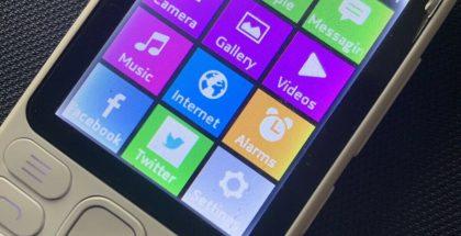RM-1025:ssä nähtävä julkaisematon Asha-ohjelmistoversio muistutti käyttöliittymältään osittain Windows Phoneista tuttua tyyliä.