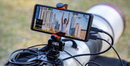 Xperia Prota voi käyttää järjestelmäkameran ulkoisena näyttönä sekä korkealaatuisen live-lähetyksen jakamiseen suoraan verkkoon mobiiliyhteyden kautta.