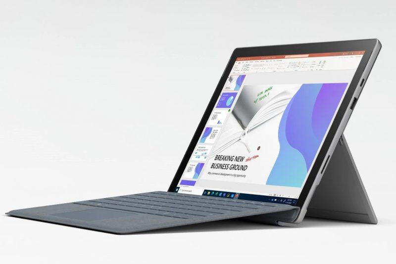 Microsoft Surface Pro 7+ näppäimistön kanssa.