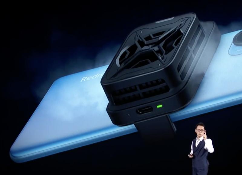 Xiaomi esitteli Redmi K40:lle myös pelaamiseen lisävarusteita, kuten lisätuulettimen.