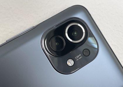 Takana Mi 11:ssä on kolme kameraa.