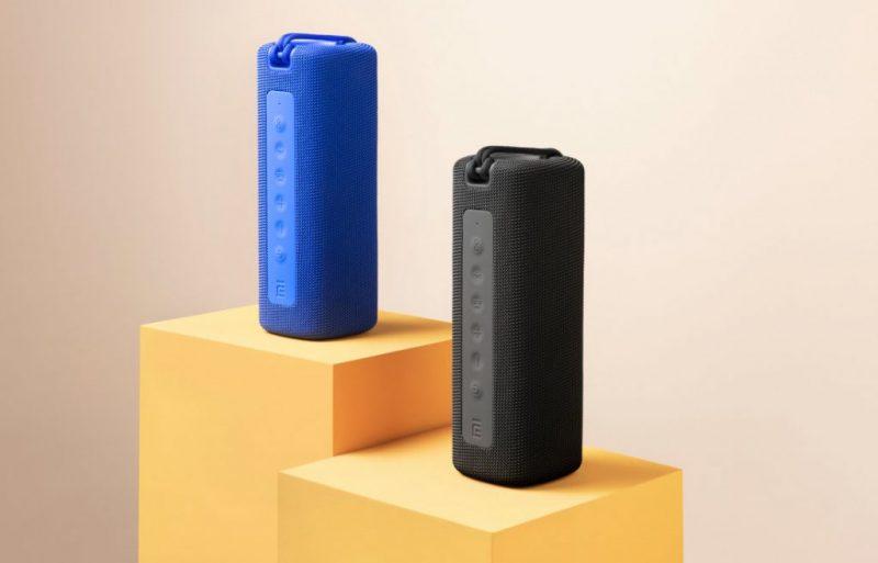 Mi Portable Bluetooth Speaker kahtena eri värivaihtoehtona.