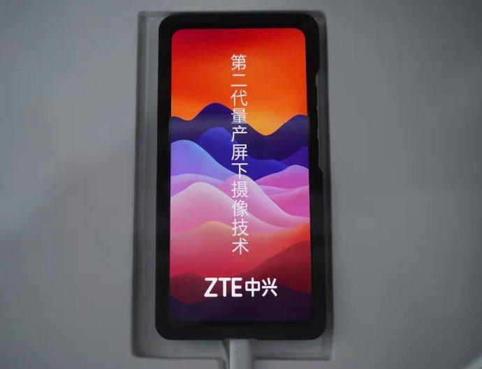 ZTE on esitellyt omalta osaltaan toisen sukupolven versiota näytönalaisesta etukamerasta Mobile World Congress Shanghai -messuilla.