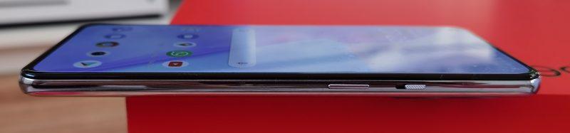 Virtapainike ja OnePlus-erikoisuus, profiilikytkin.