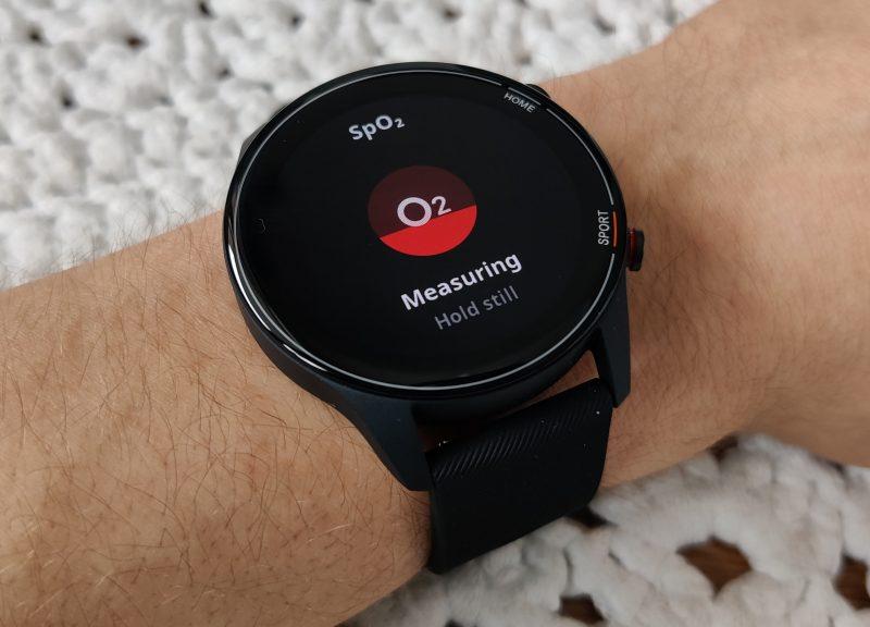 Xiaomi Mi Watch mittaa myös veren happisaturaation (SpO2).