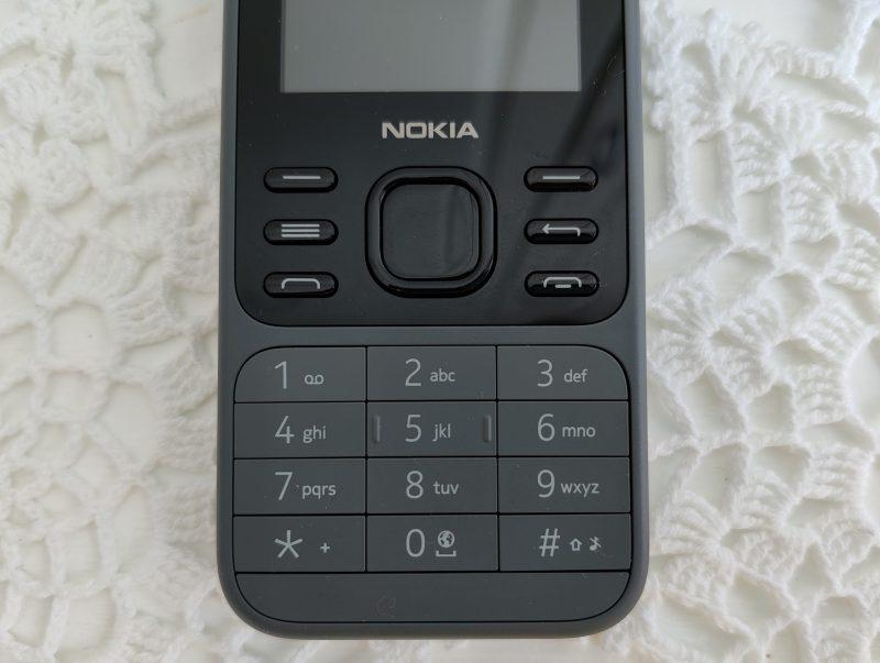 Nokia 6300 4G:ssä on takavuosilta tuttu numeronäppäimistö.