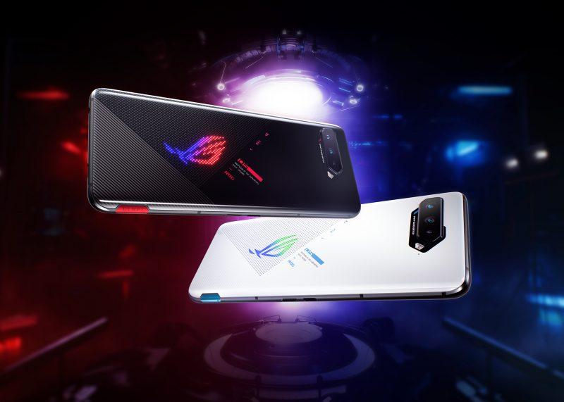 ROG Phone 5:n kaksi värivaihtoehtoa, musta ja valkoinen.