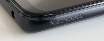 ROG Phone 5:n kyljen kulmista löytyvät ultraäänipainikkeiden kohdat on merkitty kuvioinnilla.