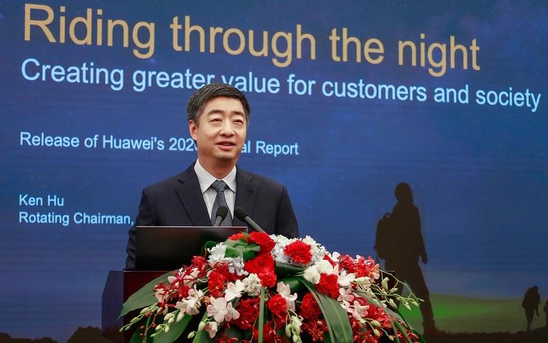 Huawein Ken Hu esitteli tulosta.