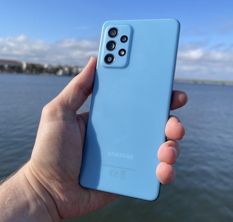 Galaxy A52 5G on kokonaisuutena monipuolisesti varusteltu keskihintaluokan Samsung-älypuhelin.