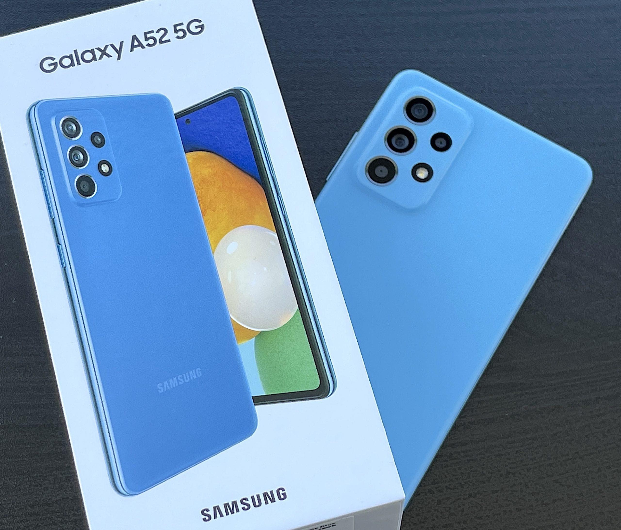 Galaxy A52 5G saapui testiimme pirteimpänä sinisenä värivaihtoehtonaan.