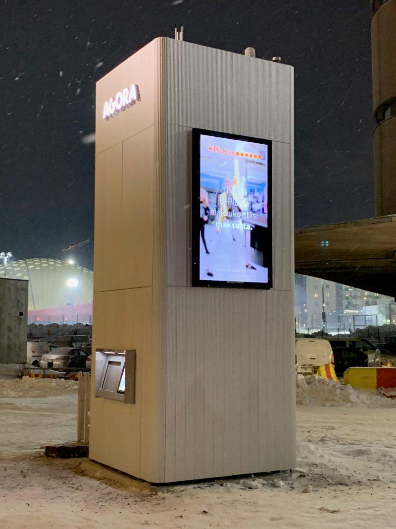 Agoran älypakettiautomaatti Helsingin Jätkäsaaressa.