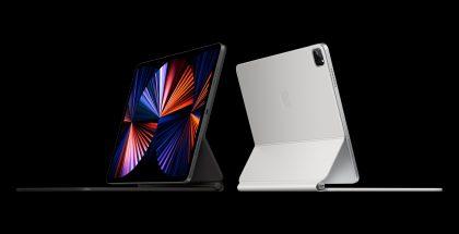 Uusi iPad Pro yhdessä Magic Keyboard -näppäimistökuoren kanssa.