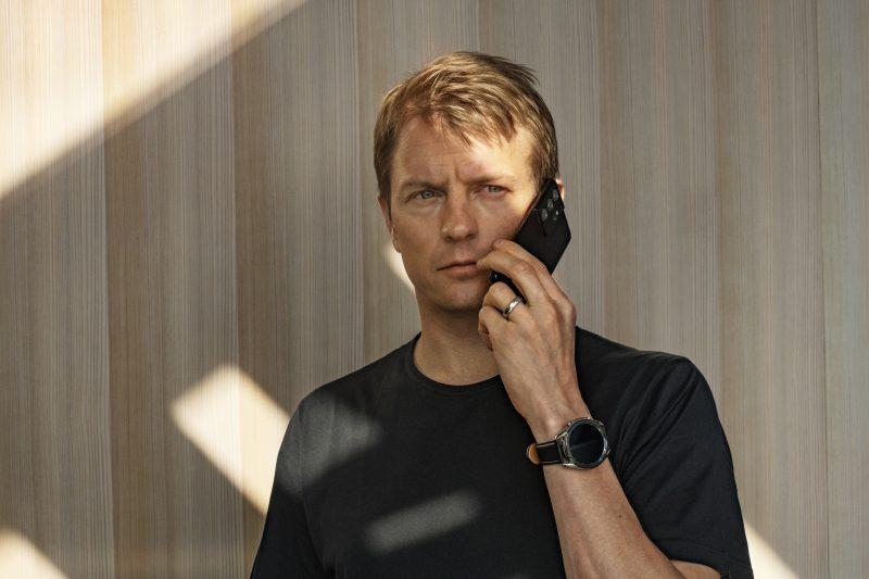 Kimi Räikkönen tähdittää Samsungin uutta kampanjaa.