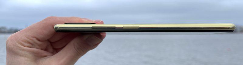 Mi 11 Lite 5G on vain 6,81 millimetriä paksu, ja toistaiseksi ohuin 5G-älypuhelin.