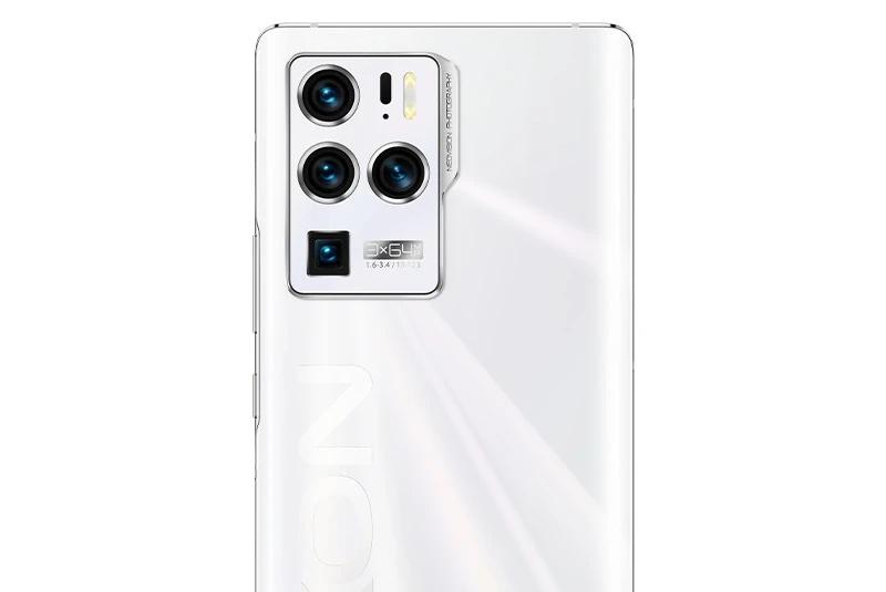 Axon 30 Ultran suurimmat erikoisuudet ovat takakameroissa.