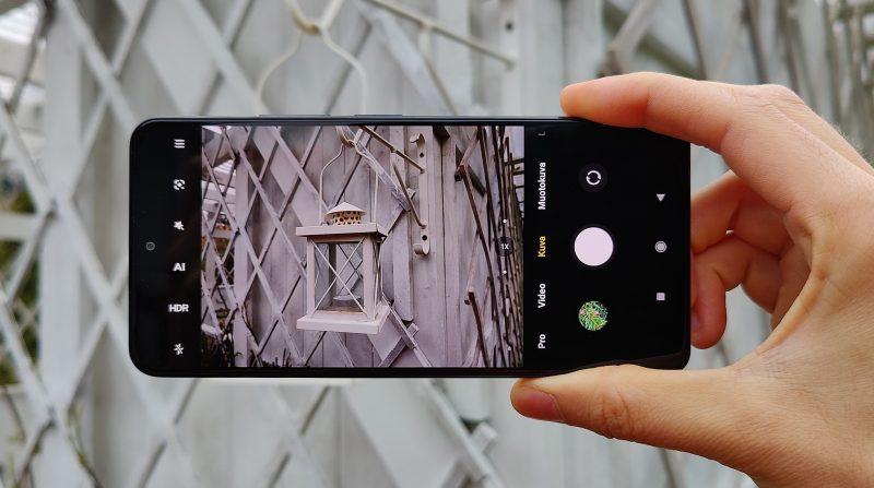 Kamerasovelluksen käyttö on helppoa, ja kuvaustiloja riittää.
