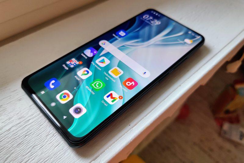 Kuvassa Xiaomi Mi 11i.