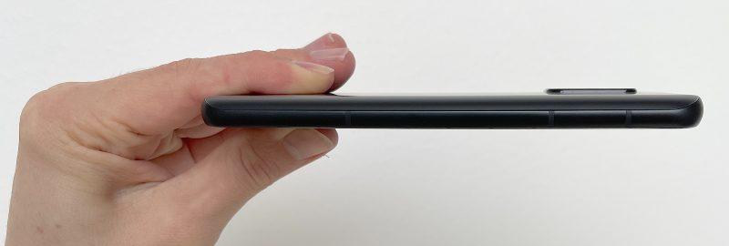 ZenFone 8 on 8,9 millimetriä paksu.